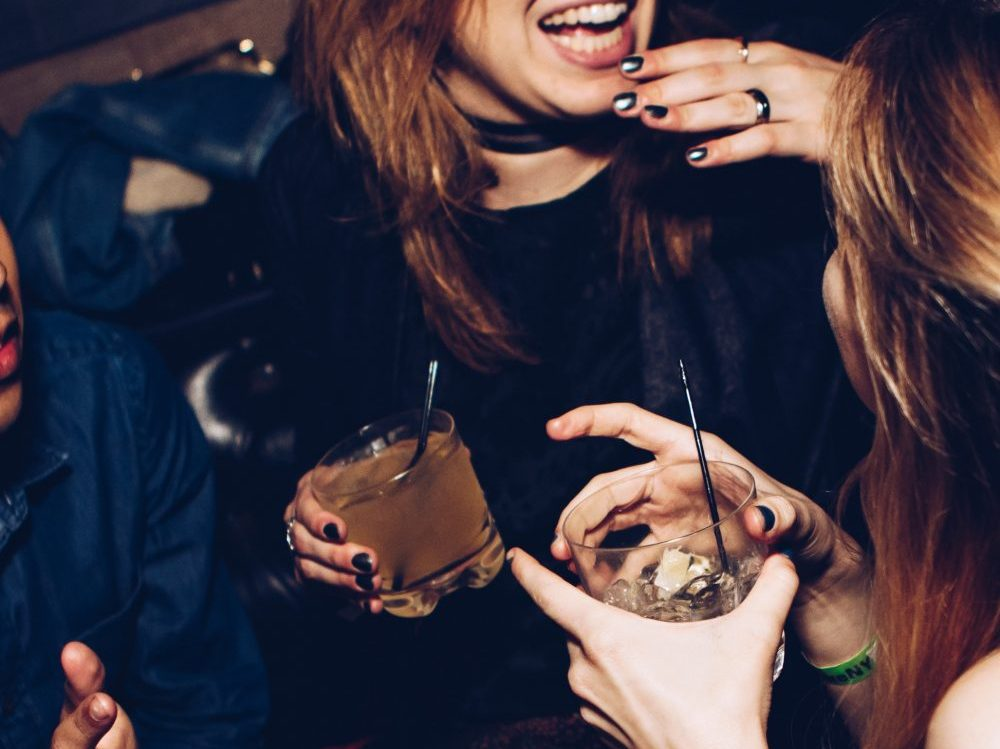 5 Easy Steps to enjoying Christmas parties without piling on pounds